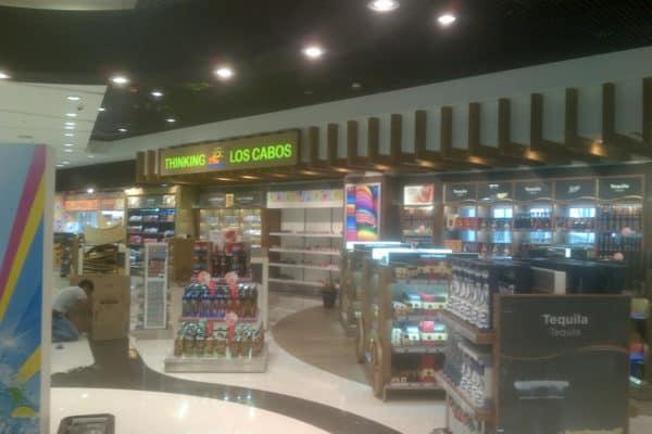 """Implantación de Tienda """"The Shop"""" en el Aeropuerto de Los Cabos, México"""