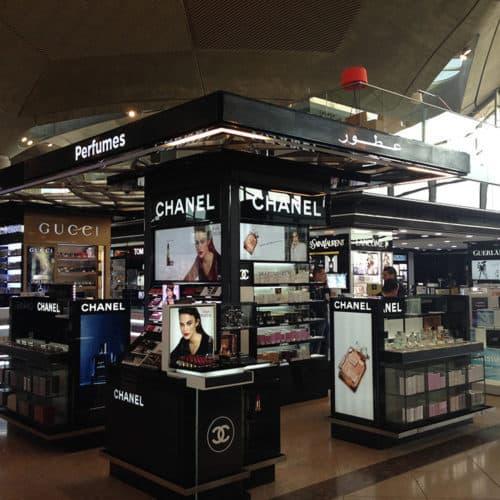 Actuación sobre tienda de 400m2 situada en el aeropuerto de Amman.